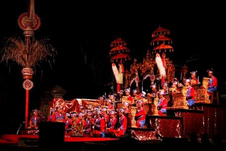 Penampilan gong kebyar remaja dalam Pesta Kesenian Bali 2009 (foto Ary Bestari)