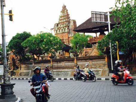 Di Jln Gajah Mada Denpasar pojok Barat Pura Desa inilah lokasi warung Titi Mas.