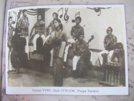 Pentas Orkes di TVRI Denpasar membawakan lagu-lagu IGP Ranadhanu.