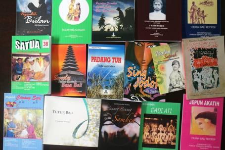 Buku sastra Bali modern yang terbit tahun 2013. Dua kali lipat dibandingkan tahun sebelumnya. Foto Darma Putra