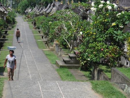 Suasana Desa Penglipuran yang asri (foto Darma Putra)