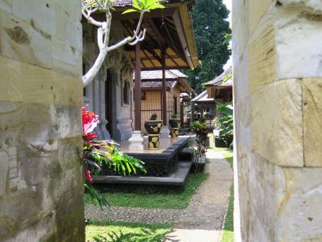 RUmah penduduk yang terbuka sebagai home stay. (Foto Darma Putra)