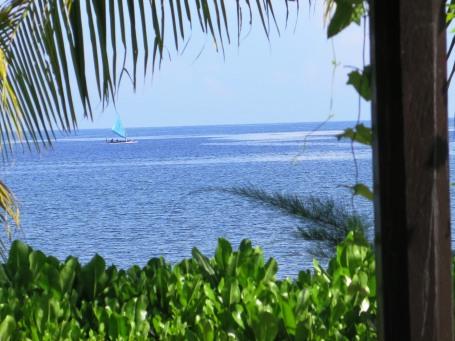 Pantai Pemaron-Lovina dijepret dari restaurant Hotel Puri Saron (foto Darma Putra)