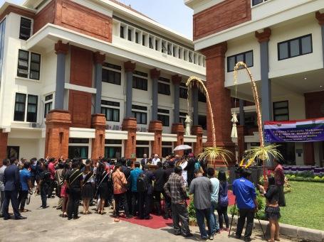 Suasana Wapres India meresmikan patung Gandhi di kamous Unud Denpasar.