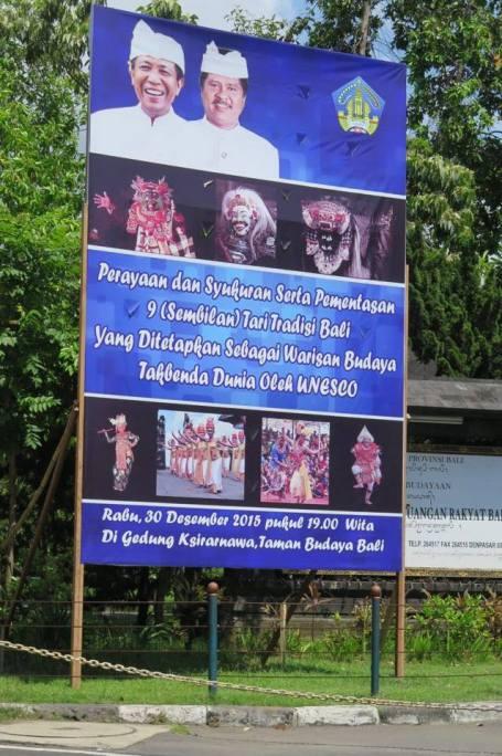 Info perayaan dan pementasan 9 tari Bali dipasang di Renon (Foto Darma Putra)
