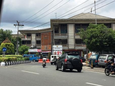 Pertokoan Suci Sari Jaya dijepret dari arah Jalan Sumatra, 12 Maret 2016 (Darma Putra)